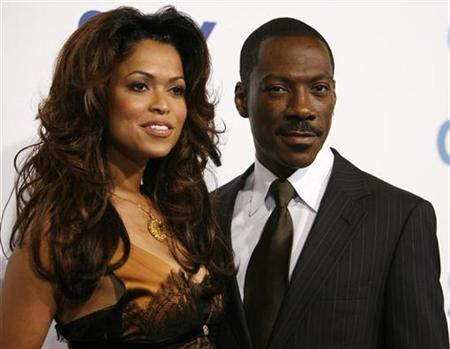 Eddie Murphy poses with Tracey Edmonds at the premiere of ''Good Luck Chuck'' at the Mann National theatre in Westwood, California, September 19, 2007. Murphy married film producer Edmonds on a private island in French Polynesia on Tuesday, People magazine reported. REUTERS/Mario Anzuoni