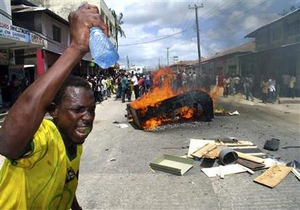 Opposition supporters protest on a main road in the Bamburi area of the coastal city of Mombasa, December 31, 2007. REUTERS/Joseph Okanga