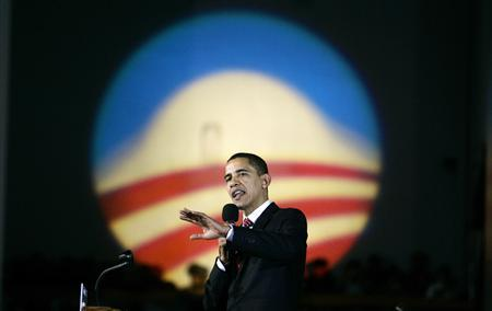 Democratic presidential candidate U.S. Senator Barack Obama (D-IL) speaks to supporters during a campaign rally at the Veterans Memorial Building in Cedar Rapids, Iowa, January 2, 2008. REUTERS/Jim Young