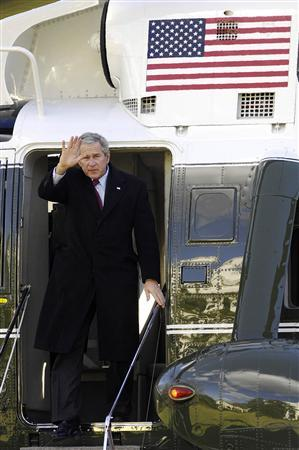 U.S. President George W. Bush returns from a holiday visit in Texas to the White House in Washington, January 1, 2008. REUTERS/Jonathan Ernst