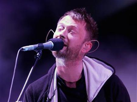 Thom Yorke, lead singer of Radiohead, performs on stage during their concert at the Rock-en-Seine Festival in Saint-Cloud, near Paris, August 26, 2006. REUTERS/Benoit Tessier