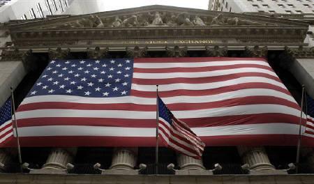 1月7日、米アトランタ地区連銀のロックハート総裁は、米経済は混乱状態にあり、FRBは救済に踏み込む用意を整える必要があるとの見解を示した。写真は昨年4月、米NY証券取引所前で撮影(2008年 ロイター/Chip East)