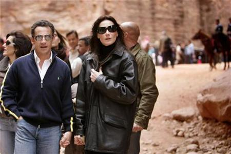 France's President Nicolas Sarkozy (L), and his girlfriend Carla Bruni (R) are seen during their to visit ancient Jordanian ruins of Petra January 5, 2008. Sarkozy's love life has turned into a tale of sex, diamonds and rivalry amid reports that he gave similar rings to his new girlfriend Carla Bruni and his former wife Cecilia. REUTERS/Muhammad Hamed