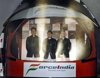 <p>I piloti di Force India, il tedesco Adrian Sutil of Germany, e gli italiani Giancarlo Fisichella e Vitantonio Liuzzi. REUTERS/Punit Paranjpe (INDIA)</p>