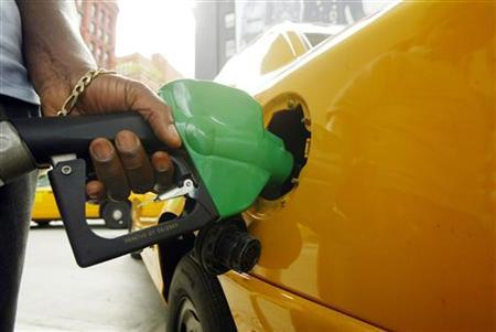 A customer pumps gasoline on Manhattan's lower east side in New York October 23, 2005. REUTERS/Keith Bedford