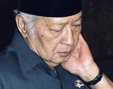 Former Indonesian President Suharto stands in his room at the presidential palace in Jakarta a day before he stepped down after 32 years in power, May 19,1998. Suharto has suffered multiple organ failure and is being given help breathing with a ventilator, one of his doctors told a news conference on Friday. REUTERS/Enny Nuraheni