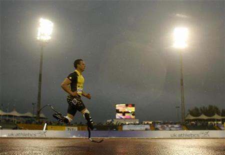 Oscar Pistorius of South Africa runs during the British Grand Prix athletics meet at the Don Valley Stadium in Sheffield, northern England July 15, 2007. REUTERS/Eddie Keogh