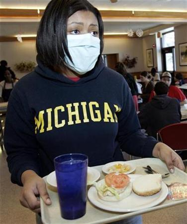 University of Michigan student Ashley Arrington wears a surgical mask as part of a medical study in Ann Arbor, Michigan, February 9, 2007. REUTERS/Rebecca Cook