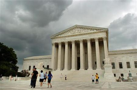 Storm clouds gather over the U.S. Supreme Court building in Washington, June 27, 2005. REUTERS/Jonathan Ernst