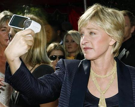 Ellen Degeneres takes her own picture as she arrives at the 59th Primetime Emmy Awards in Los Angeles, California September 16, 2007. DeGeneres ousted talk show queen Oprah Winfrey as the U.S.'s favorite television personality in a poll released on Monday. REUTERS/Mario Anzuoni