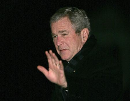 President George W. Bush waves as he walks on the South Lawn of the White House January 16, 2008 upon his return to Washington after a Middle East trip. Bush on Friday will offer the principles of his proposal to give the fragile U.S. economy a boost and wants a measure that will be quick and temporary, a White House spokesman said on Thursday. REUTERS/Yuri Gripas