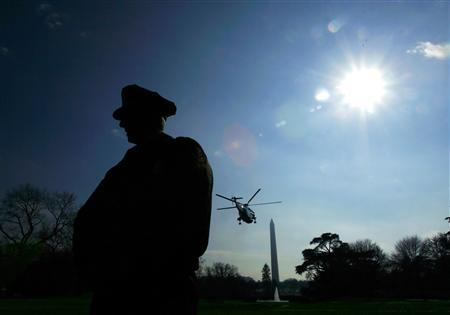 A Secret Service agent provides security for U.S. President George W. Bush as he departs the South Lawn on board Marine One at the White House in Washington, January 18, 2008. REUTERS/Jim Young