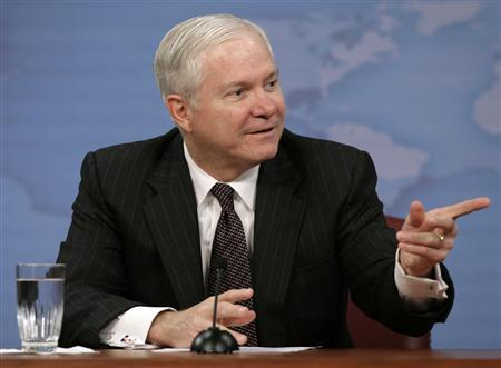 U.S. Secretary of Defense Robert Gates gestures during a media roundtable at the Pentagon in Washington January 17, 2008. REUTERS/Yuri Gripas