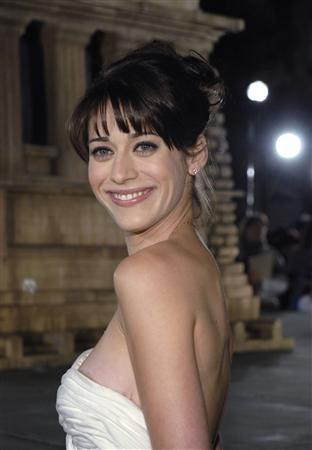 Cast member Lizzy Caplan attends the premiere of ''Cloverfield'' in Los Angeles January 16, 2008. REUTERS/Phil McCarten