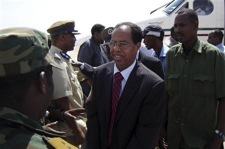 Somalia's new Prime Minister Nur Hassan Hussein (C) is welcomed in Mogadishu January 20, 2008. REUTERS/Feisal Omar