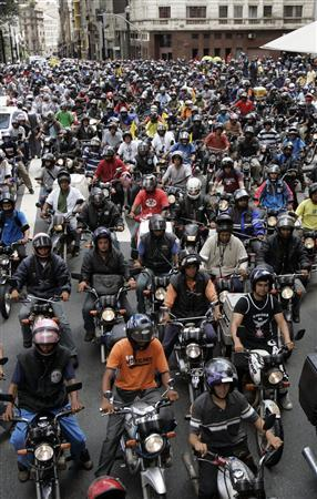 Motorcycle messengers known as ''Motoboys'' ride their motorcycles during a protest in Sao Paulo January 18, 2008. Motoboys are protesting against Sao Paulo mayor's proposed road project, which will prohibit motorcycles from riding in the main highways of the city. REUTERS/Paulo Whitaker