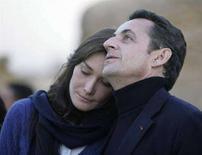 <p>Il presidente francese Nicolas Sarkozy e l'ex modella Carla Bruni, durante il viaggio in Egitto, il 30 dicembre 2007. REUTERS/Nasser Nuri</p>