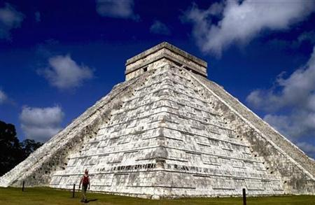 The Kukulkan pyramid stands at the Mayan ruins of Chichen Itza in Mexico's Yucatan peninsula July 7, 2007. The victims of human sacrifice by Mexico's ancient Mayans, who threw children into water-filled caverns, were likely boys and young men not virgin girls as previously believed, archeologists said on Tuesday. REUTERS/Victor Ruiz