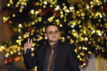 Bono of Irish rock band U2 arrives at Elysee Palace to meet France's President Nicolas Sarkozy in Paris, January 8, 2008. Bono visited the Pentagon to discuss Africa and the fight against global poverty with U.S. Defense Secretary Robert Gates, representatives of the two men said on Wednesday. REUTERS/Philippe Wojazer