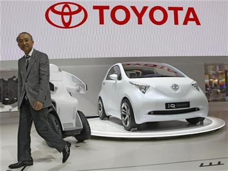 Toyota Motor Corp President Katsuaki Watanabe leaves the stage after presenting the iQ concept vehicle during the 40th Tokyo Motor Show in Chiba, east of Tokyo October 24, 2007. An influential automotive publication named Toyota Motor Corp as the world's largest automaker on Thursday after cutting General Motors Corp's reported total 2007 sales at a China venture. REUTERS/Kim Kyung-Hoon