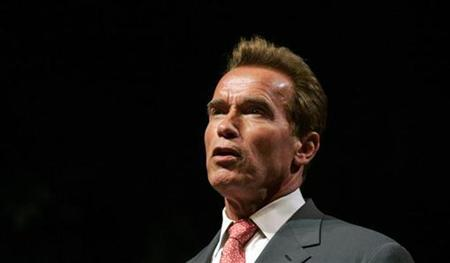 California Governor Arnold Schwarzenegger speaks during a forum at PG&E in San Francisco, California, June 5, 2007. REUTERS/Kimberly White
