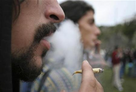 A man smokes a marijuana cigarette in Montevideo, May 5, 2007. Smoking a joint is equivalent to 20 cigarettes in terms of lung cancer risk, scientists in New Zealand have found, as they warned of an ''epidemic'' of lung cancers linked to cannabis. REUTERS/Pablo La Rosa