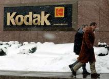 <p>Eastman Kodak a enregistré une nette hausse de son bénéfice au quatrième trimestre, à 215 millions de dollars contre 16 millions un an plus tôt, porté par une progression de 15% des ventes de produits numériques comme les imprimantes à jet d'encre. /Photo d'archives/REUTERS/Gary Wiepert</p>