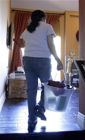 A Mexican immigrant women to the U.S. arrives to work as a maid cleaning a home in Los Angeles December 1, 2006. REUTERS/Lucy Nicholson