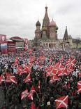 <p>Alcuni sostenitori manifestano in favore di Vladimir Putin a Mosca. REUTERS/Denis Sinyakov (RUSSIA)</p>