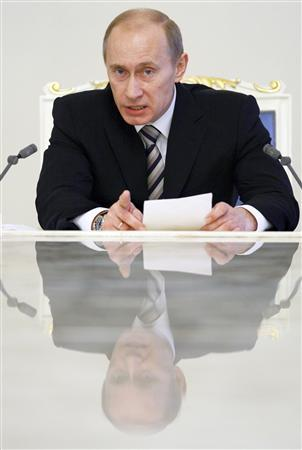 Russia's President Vladimir Putin chairs a session of the State Security Council at the Kremlin in Moscow January 30, 2008. REUTERS/Alexander Zemlianichenko/Pool