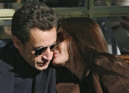 France's first lady Carla Sarkozy kisses President Nicolas Sarkozy at a cafe terrace in the gardens of the Versailles Chateau near Paris, February 3, 2008, the day after they were married at the Elysee Palace. France's President Sarkozy married supermodel-turned singer Carla Bruni on Saturday just three months after they started dating. REUTERS/Antoine Gyori