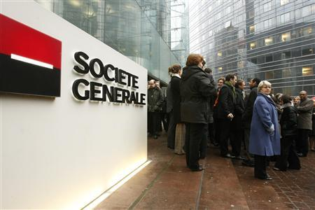French bank Societe Generale's employees attend a rally in support of Chairman Daniel Bouton in front of Societe Generale's headquarters in La Defense, outside Paris, January 30, 2008. France is to seek tighter banking controls in the wake of the Societe Generale trading scandal as the bank braced for government criticism of the systems which failed to spot the activities of Jerome Kerviel. REUTERS/Benoit Tessier