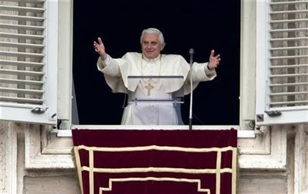 Pope Benedict XVI waves to the faithful as he arrives to lead his Sunday Angelus prayer from the windows of his private apartments at the Vatican February 3, 2008. REUTERS/Max Rossi