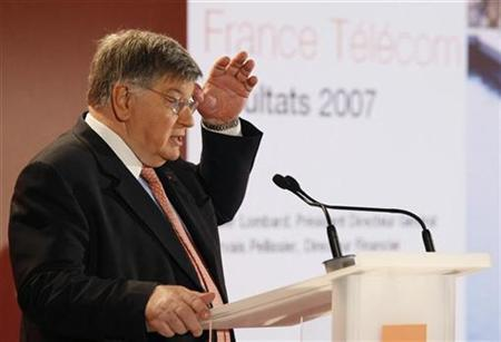 France Telecom's chairman Didier Lombard delivers his speech at the 2007 annual results news conference in Paris February 6, 2008. Winning the rights to broadcast premiere league football matches will help France Telecom step up its transformation into an integrated multi-media group, analysts said on Thursday. REUTERS/Benoit Tessier