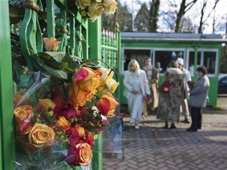 Unidentified practicioners enter at the gate to the house of the Maharishi during the memorial service for the Maharishi Mahesh Yogi in Vlodrop, southern Netherlands, February 7, 2008. Practitioners of the Transcendental meditation gathered at the Dutch home and international headquarters of Maharishi Mahesh Yogi on Thursday for a memorial and recalled the achievements of the late guru to the Beatles who brought transcendental meditation to the West. REUTERS/Michael Kooren