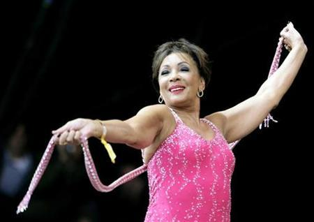 Singer Dame Shirley Bassey performs during the Glastonbury music festival in Somerset, south-west England, June 24, 2007. Forty years after Bassey first hit the Billboard Hot 100, she is back on a Billboard chart as her cover of Pink's ''Get the Party Started'' climbs the Hot Dance Club Play list. REUTERS/Dylan Martinez