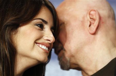 Actrors Penelope Cruz (L) and Ben Kingsley attends a news conference to present their film 'Elegy' running in the competition at the 58th Berlinale International Film Festival in Berlin February 10, 2008. The 58th Berlinale, one of the world's most prestigious film festivals, will run from February 7 to 17 in the German capital. REUTERS/Johannes Eisele