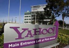 <p>Un cartello di Yahoo! fuori dal quartiergenerale dell'azienda californiana a Sunnyvale in una foto d'archivio. REUTERS/Kimberly White</p>