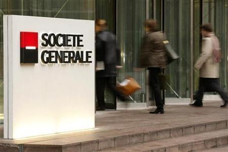 The entrance to the headquarters of French bank Societe Generale in La Defense, outside Paris, January 30, 2008. Societe Generale, the French bank reeling from a trading scandal, launched a rights issue at a steep discount on Monday to bolster its balance sheet after losses due to the U.S. subprime crisis. REUTERS/Benoit Tessier
