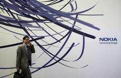 <p>Nokia est en discussions avec Facebook pour obtenir sur ses téléphones portables et ses services internet un accès au site web communautaire. /Photo prise le 15 février 2007/REUTERS/Albert Gea</p>