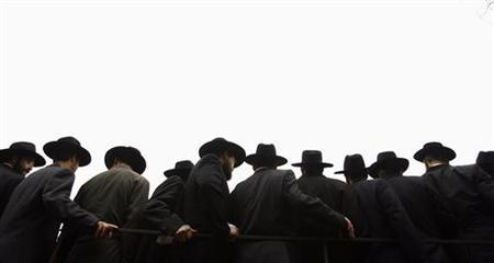 Rabbis pose for a group photograph as part of a convention of over 3000 Rabbis from around the world in New York, November 19, 2006. Conservative rabbis expressed concern on Monday over a newly released Catholic prayer calling for the conversion of Jews and said they hoped a resolution expressing dismay over the wording would send a message to Pope Benedict. REUTERS/Keith Bedford