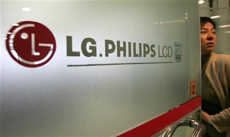 A South Korean woman enters the headquaters of LG. Philips LCD Co. Ltd in Seoul December 22, 2004. LG.Philips LCD Co Ltd said on Tuesday it was planning to change its name to LG Display Co Ltd, pending approval at its annual shareholder meeting on February 29 REUTERS/You Sung-Ho