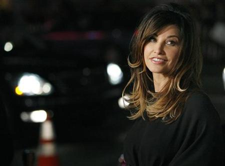 Gina Gershon poses at the premiere of ''P.S. I Love You'' at the Grauman's Chinese theatre in Hollywood, California December 9, 2007. REUTERS/Mario Anzuoni