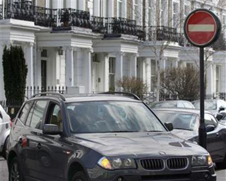 A sport-utility vehicle in a file photo. Owners of gas-guzzling cars will have to pay 25 pounds a day to drive them in central London from October in a push to cut carbon emissions, mayor Ken Livingstone said on Tuesday. REUTERS/Luke MacGregor