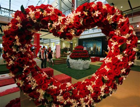 A decorative piece made up of roses is seen in a shopping mall ahead of Valentine's Day in Bangkok February 13, 2008. REUTERS/Chaiwat Subprasom