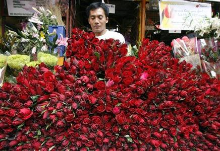 A vendor arranges roses for sale the day before Valentine's Day in a flower market in Manila February 13, 2008. REUTERS/Romeo Ranoco