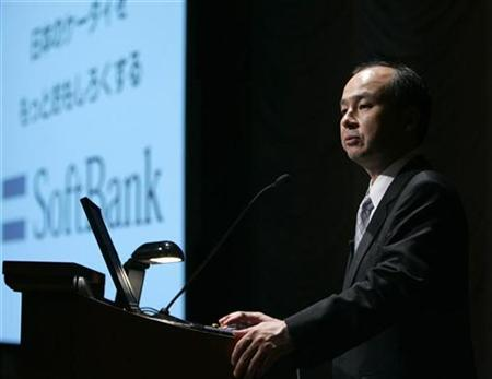 Softbank Chief Executive Masayoshi Son makes a speech at a news conference in Tokyo May 8, 2007. Softbank Corp, under pressure from both sides in Microsoft Corp's bid for Yahoo Inc, may hold out for more leverage but is unlikely to derail the bid. REUTERS/Kim Kyung-Hoon