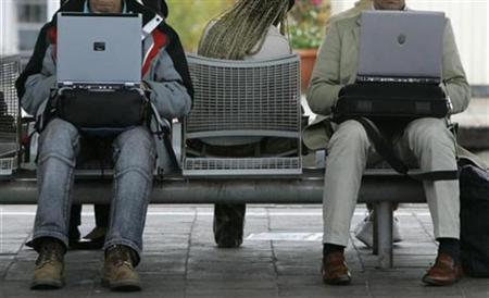Passengers work with their laptop computers while waiting for a train in Munich, October 18, 2007. A Web site that enables people with sexually transmitted diseases (STDs) to send anonymous email warnings to their partners could help slow a rise in new infections, a New York health official said. REUTERS/Michaela Rehle