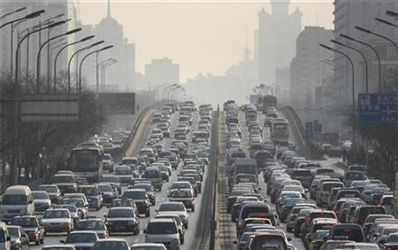 Cars are driven on one of the ring roads in Beijing's city centre January, 15, 2008. Kids who live in neighborhoods with heavy traffic pollution have lower IQs and score worse on other tests of intelligence and memory than children who breathe cleaner air, a new study shows. REUTERS/Reinhard Krause