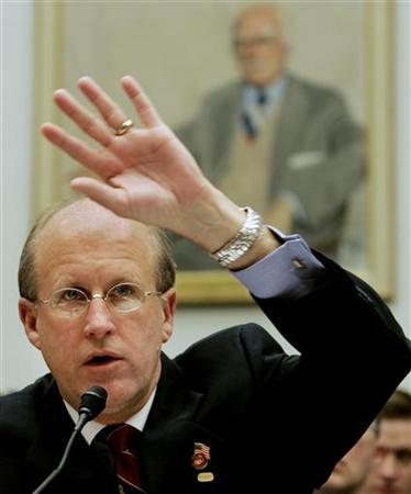 Comptroller General of the General Accounting Office David Walker testifies during a House Government Reform Committee hearing on Capitol Hill, June 15, 2004. REUTERS/Larry Downing